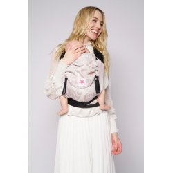 kokadi baby carrier - Mila in Wonderland